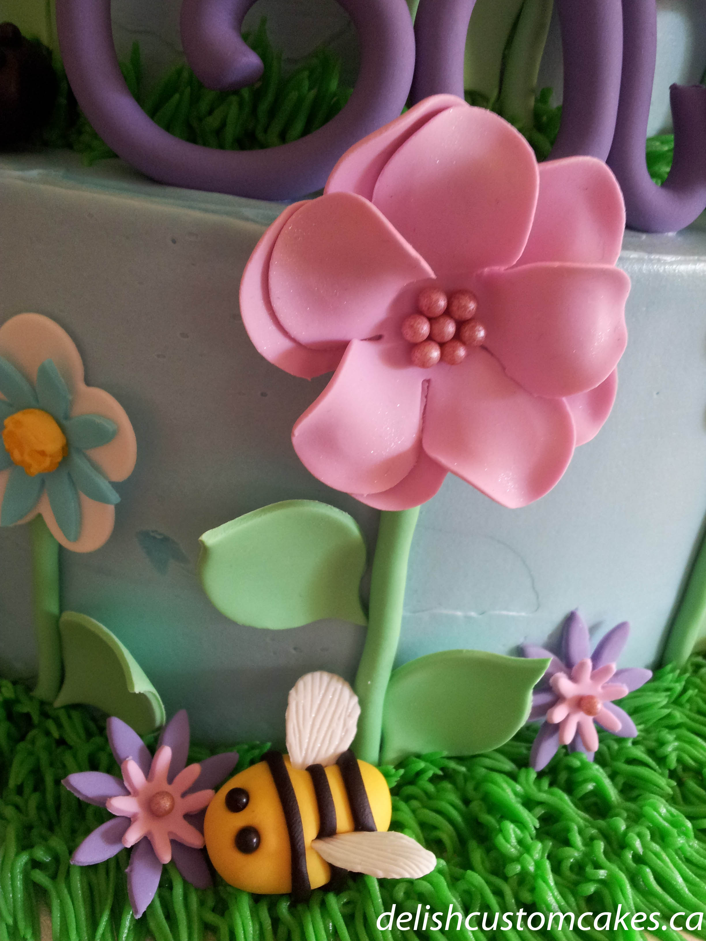 Flowers and bugs delish custom cakes i izmirmasajfo